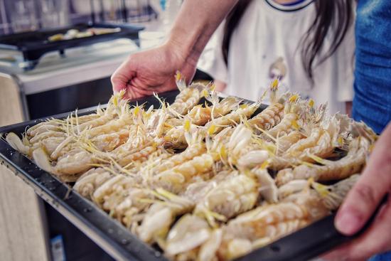 她说:以四种皮皮虾的做法 唤醒四代同堂的美食记忆