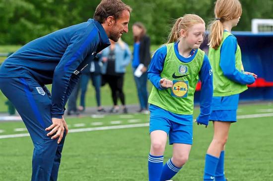 三狮主帅:女儿成长比任何事都重要 要同时做好教练和父亲