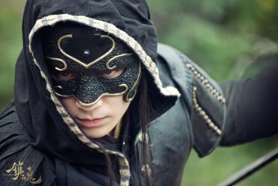 朱一��-黑袍