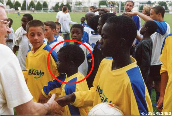20年前还在路边捡垃圾,如今成为法国最矮的巨人!能夺冠德尚首先得谢他