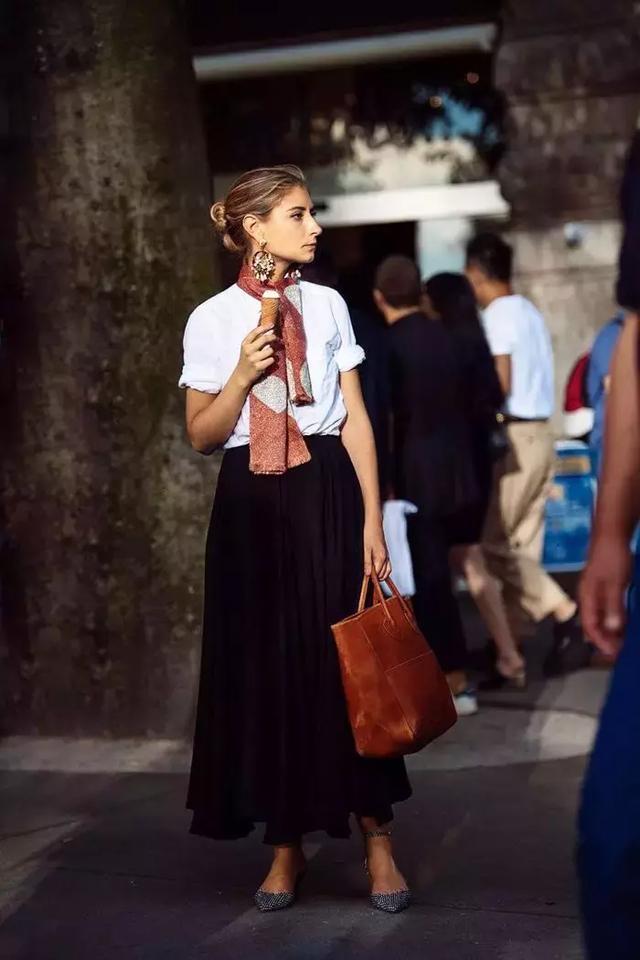 小个子梨形身材的她 为什么穿上衣服显得又高又瘦?