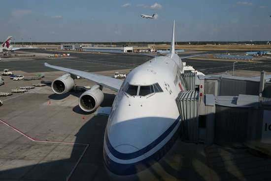 国航CA931航班波音747-8降落法兰克福机场