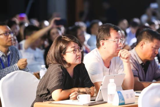 微语言携手教育部课题专家:中外双师建构未来英语课堂