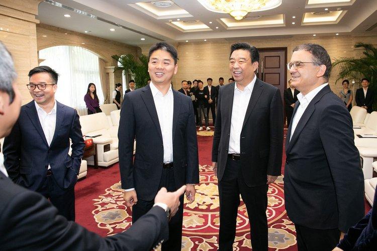 (京东集团与如意控股集团达成战略合作 重构时尚产业新格局)
