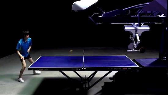 新松推出新款庞伯特乒乓球机器人?签约乒乓球学院