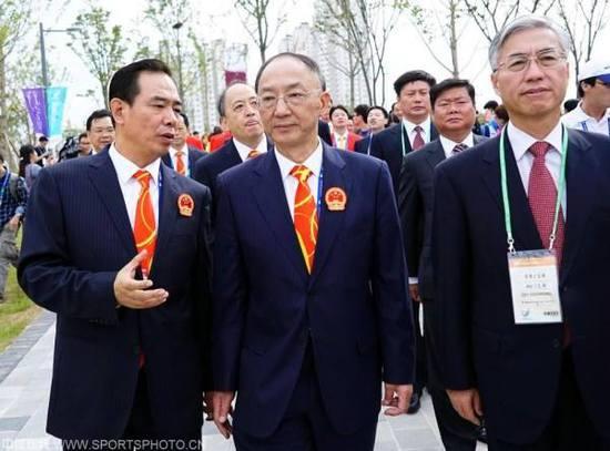 蔡振华曾是总局最年轻的副局长,深受重视。