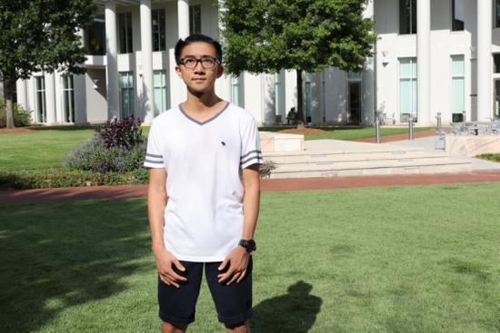 周同学在埃默里大学(周成刚/摄)
