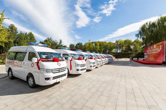 思源工程、芭莎公益慈善基金捐赠的164辆救护车奔赴内蒙古 ——我国五个自治区乡镇中心卫生院基本都配置了思源救护车