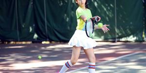 田亮爱女学打网球 长腿女神初长成