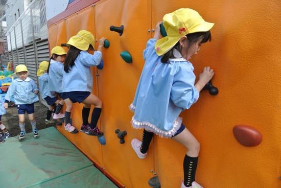 """日本幼儿教育率在""""富裕国家""""中排名靠后"""