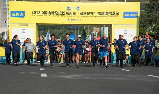 无人车领跑中国山马漳州港站 王军霞盛赞海滨赛道