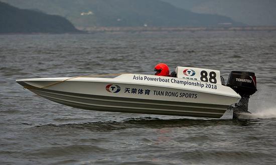 亚洲赛艇锦标赛香港站 天荣体育赛手吴昺辰夺冠
