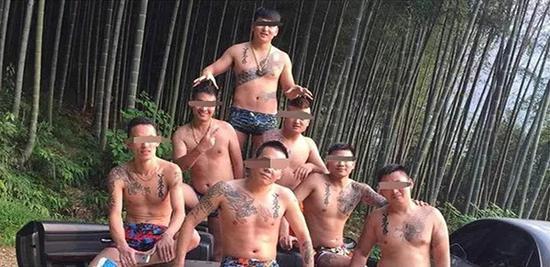 涉黑组织兄弟情首犯获刑14年 效仿天安社纹身