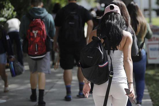 """美国高校国际学生入学人数连续下降 大学""""哭穷"""""""