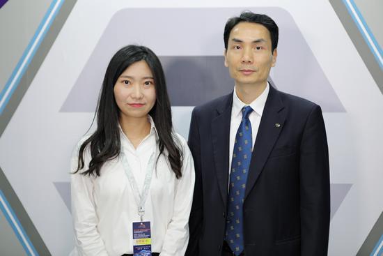 网易汽车主持人张新颖和广汽本田汽车有限公司副总经理袁小华