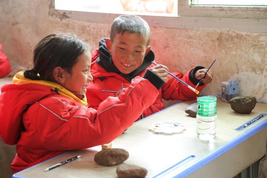 """被丁磊牵挂的山区儿童,今年终于过上一个""""暖冬"""""""