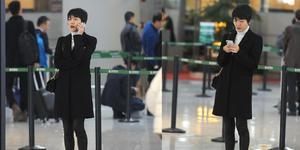 杨乐乐穿黑大衣气质优雅