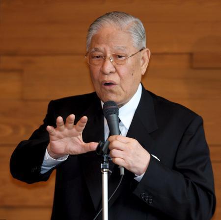 台湾地区前领导人李登辉今早在家跌倒 已紧急送医