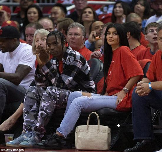 卡戴珊家这小妹,你只看到她丰乳肥臀,却不知她身价9亿超詹皇比肩JAY-Z?