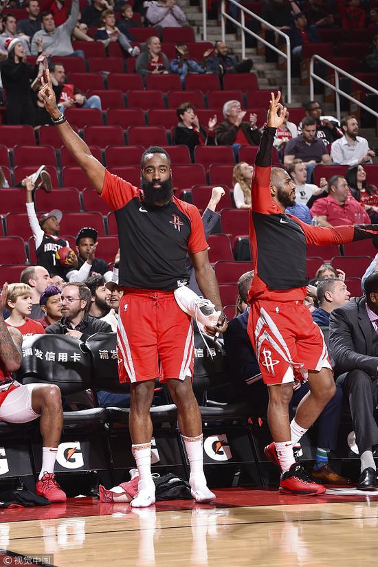 火箭狂中26記三分球破NBA紀錄 全場高喊:投三分!