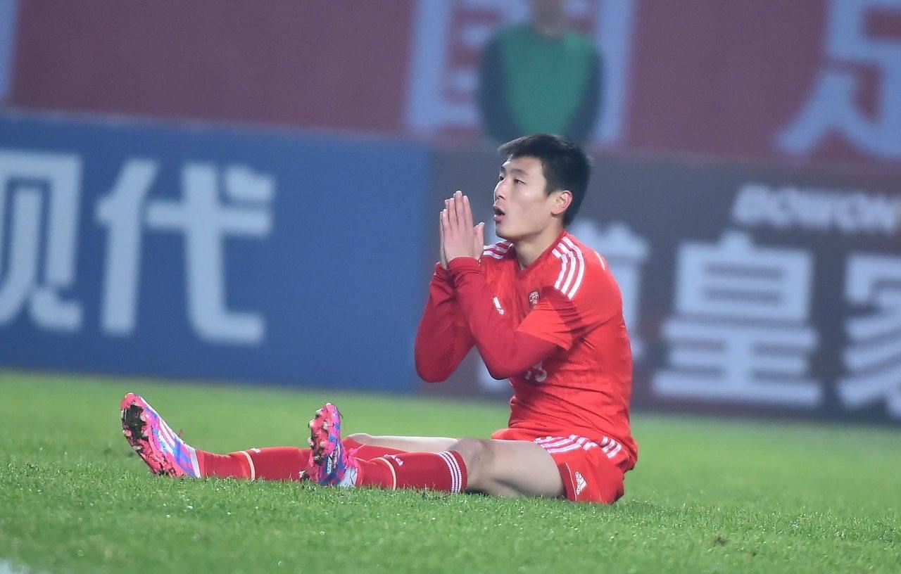 国足:放心了!武磊伤势并不严重 无碍进行正常训练比赛