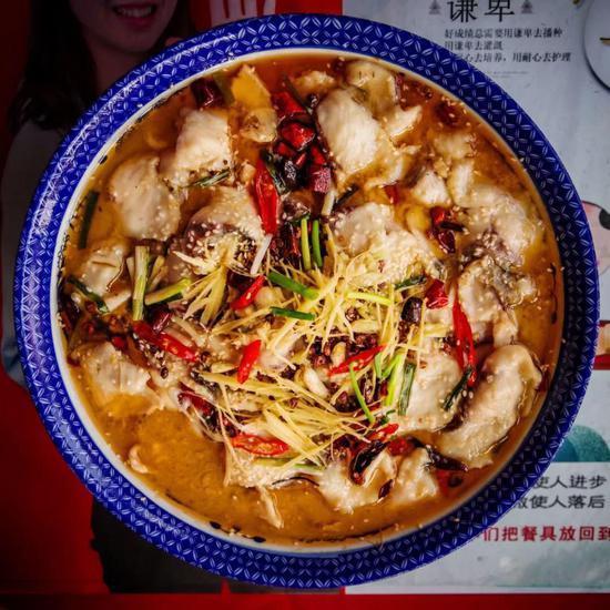 24日当天试吃的鱼宴菜品 本文图均为 武汉科技大学宣传部 供图(除署名外)
