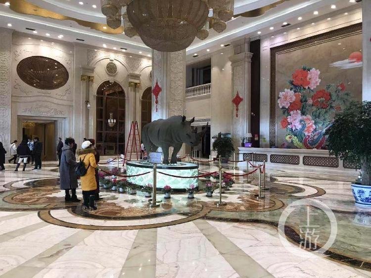 12月28日,权健华东国际会议中心大堂里已经冷清了下来,参加年会者已离场。.jpg