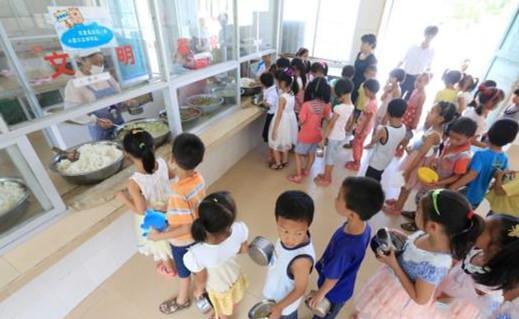 教育部:让3700万农村学生吃上免费营养餐