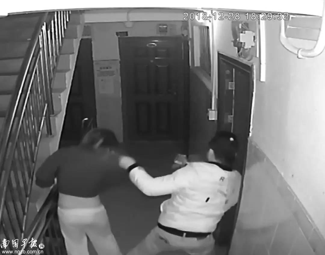 南宁一女孩未锁房门,被一男子闯入抢劫拍下不雅照