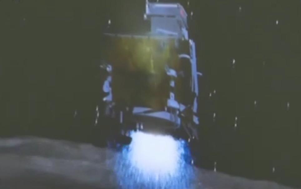 嫦娥四号首次月背软着陆 传回近距拍摄月背影像图