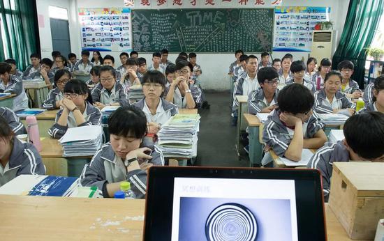 用冥想缓解学生压力不如让他们回家多睡几分钟/视觉中国