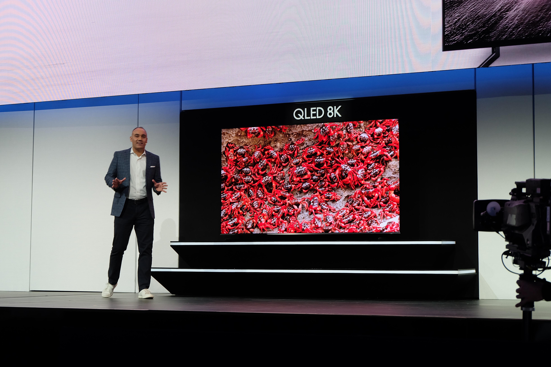 三星发布98吋8K电视 智能电视将支持iTunes电影电视