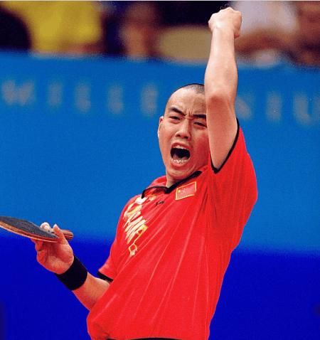 """""""光头""""刘国梁在悉尼奥运会上。"""