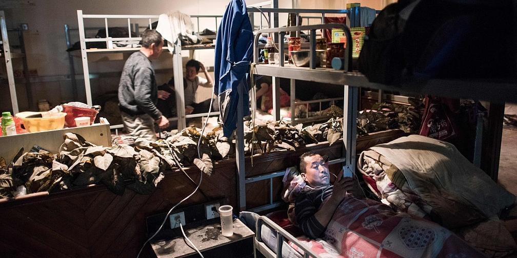 老外拍北京胡同:一间平房住60个民工