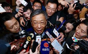 新任央行行长易纲亮相接受采访