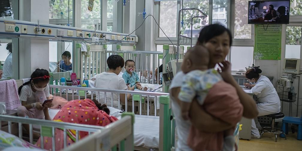 儿科病房的日与夜:医生半天看28名患儿