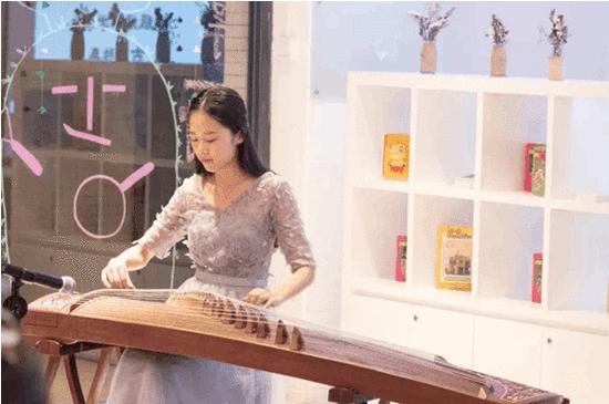 中大新华16级经济学学生林诗涵表演古筝独奏《汨罗江上》
