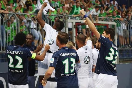 铁闸抽射制胜 狼堡总比分2-0不伦瑞克成功保级