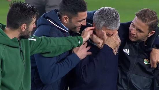 获得欧联资格后,贝蒂斯老帅塞蒂恩落泪,这是他执教西甲球队的第3个赛季