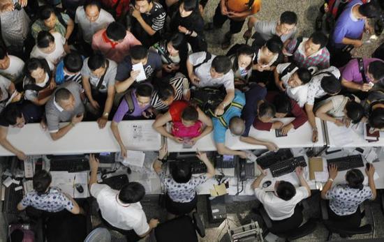 上海雷雨逼瘋香港管制:浦東方向100分鐘間隔
