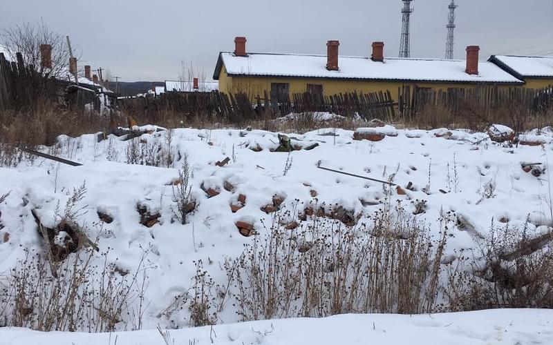 """""""凶宅""""被夷为平地后只剩雪堆。"""