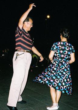 易见:广场舞有啥魔力,让咱爸妈欲罢不能?
