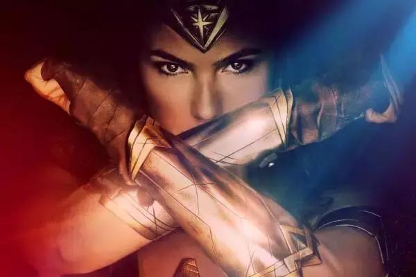 神奇女侠盖尔加朵晒健身照 肌肉线条分明力与美的结合