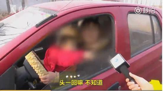 今日之声:带娃女子拼命阻高铁发车竟因丈夫未上车