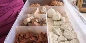 异食癖女子爱吃黏土 做黏土生意