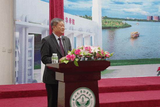 我校校长王庭槐教授主持讲座并发表总结讲话