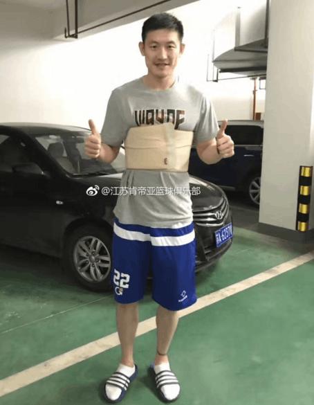 断了五根肋骨后陈磊出院 预计至少需要康复两月