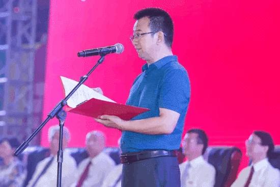 新生家长代表郭公礼发言