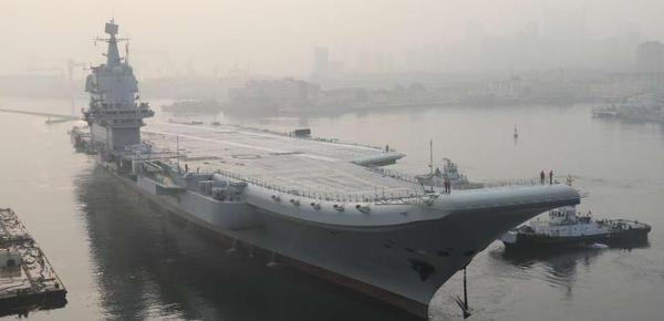 首艘国产航母海试 盘点中国航母精彩瞬间