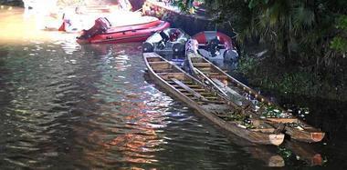 广西桂林桃花江2艘龙舟翻船 致17人遇难